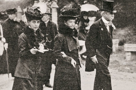 Queen Alexandra attended the first Chelsea in 1913 with her sister the Dowager Empress of Russia and her unmarried daughter, Princess Victoria.