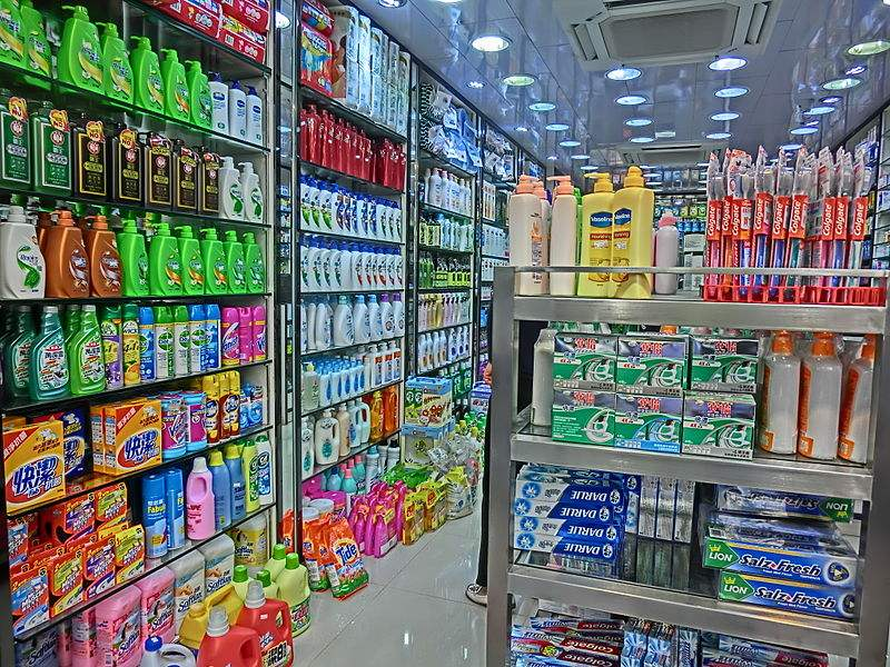 Photo of grocery store in Hong Kong by Shmingkamsle.