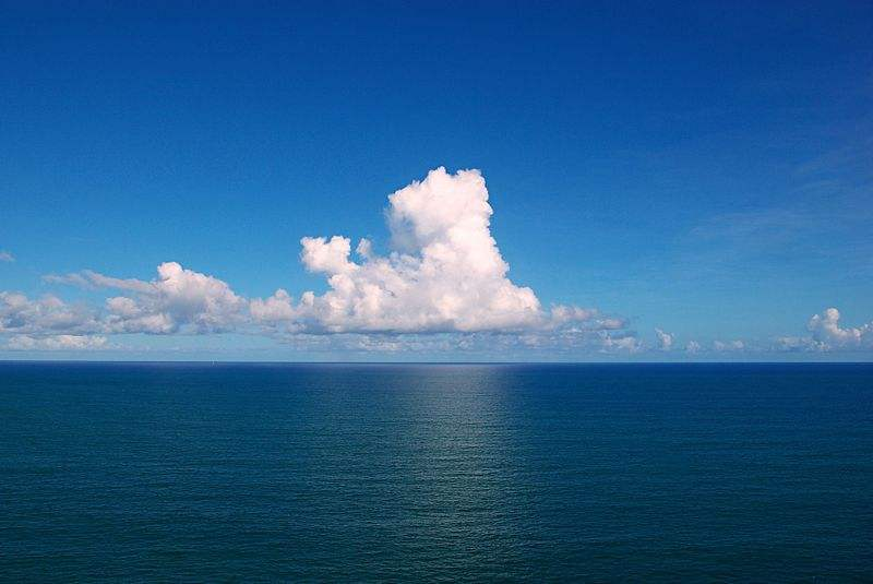 Photo of the clouds over the Atlantic Ocean in Bahia, Brazil by Tfioreze.