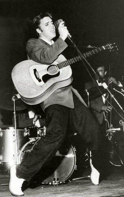 With his catchy, pulsating beat, Elvis drew thousands around him in a frenzied, hypnotic stage.
