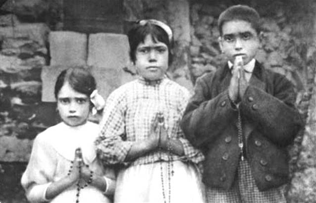 The three children of Fátima in 1917.