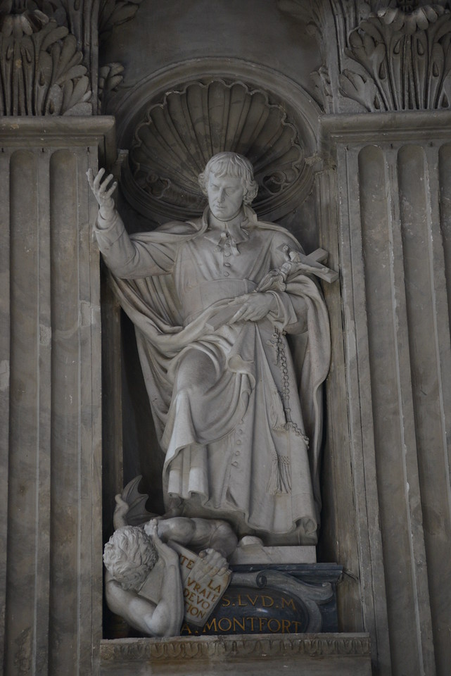Statue of St. Louis de Montfort at St. Peter's Basilica, Rome.