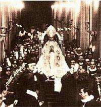 Post image for A Hymn of Love Rises up to the Throne of the Immortal Pontiff