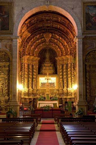 The Altar in Sta. Clara-a-Nova at Coimbra with the Incorrupt body of St. Elizabeth of Portugal.