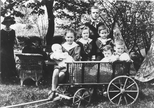 Bl. László Batthyány-Strattmann's family. Not all the children are pictured here.
