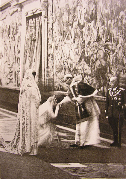 Queen Elena of Italy and Princess Maria José, both with the Privilège du blanc, during the visit of Pope Pius XII at the Quirinale.