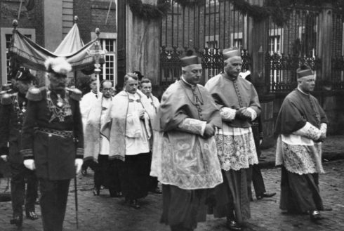 Consecration of the Bishop of Münster, Bishop Clemens August Graf von Galen, accompanied by His Eminence Cardinal Schulte of Cologne, Bishop Bornewasser of Trier and State Dr. William Berning-Osnabrück in solemn procession from the Bishop's Palace to the Cathedral.
