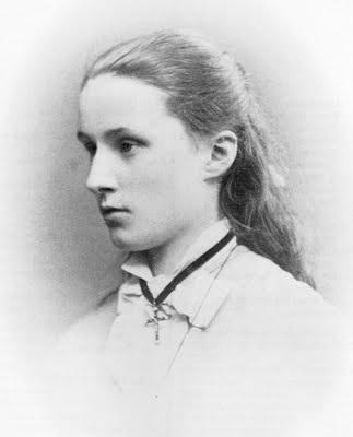 Photo of Bl. Maria Droste zu Vischering at 15 years old.
