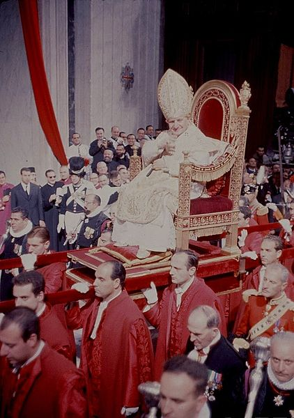 Pope John XXIII sedia gestatoria with several Pontifical Guards.