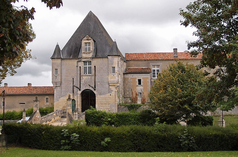 Photo of Chateau de Chalais by Michael Stuckey.