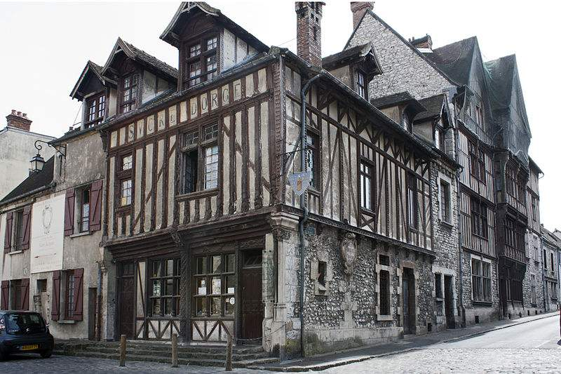 Maison du Bon Saint-Jacques, Place Royale, in Moret-sur-Loing