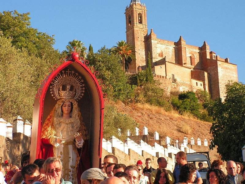 Procession of Virgen del Puerto in Huelva, Spain. Photo by Donpositivo