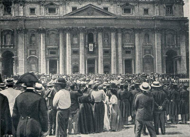 The crowd hearing the announcement of the Papal Election of Pope St. Pius X.
