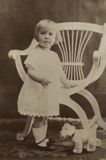 Anne aged two and a half, 1913.