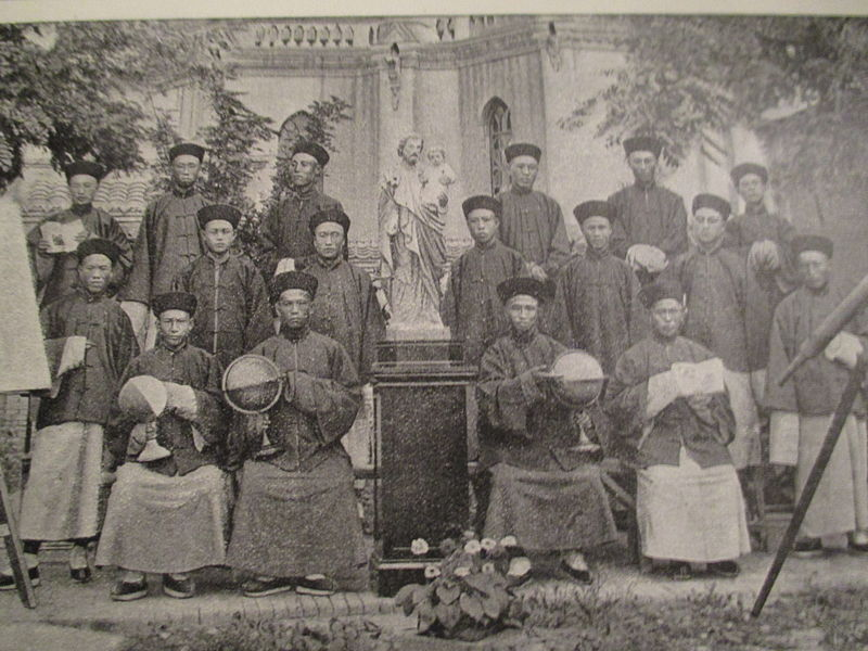Chinese seminarians in a Jesuit mission in China Che-Ly Southeast, 1900.