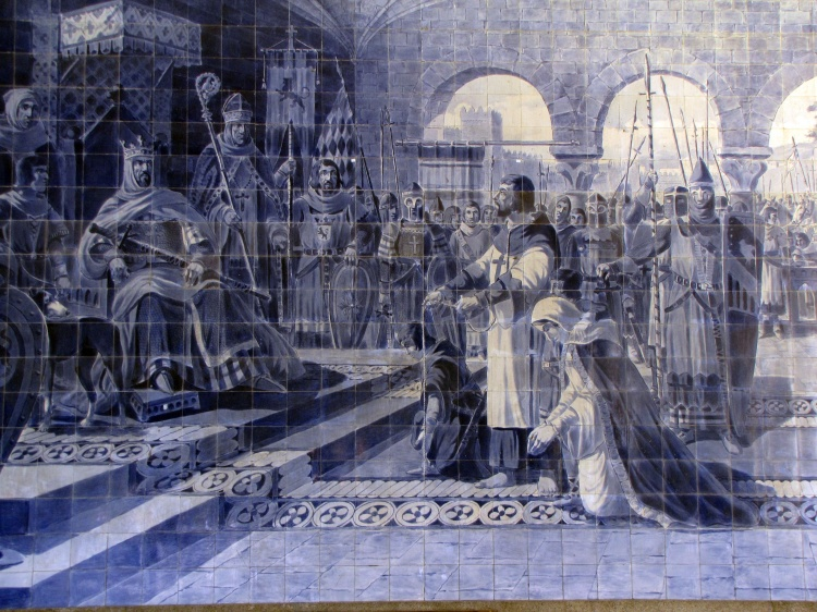 Egas Moniz de Ribadouro & his family before the King with ropes around their necks. These tiles are in São Bento Railway Station, Porto, Portugal.